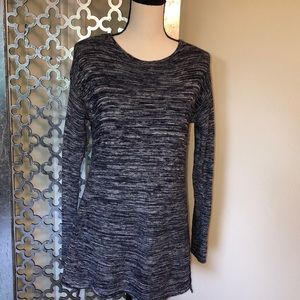 ELLEN TRACY Size M Navy/White Long Sleeves Sweater